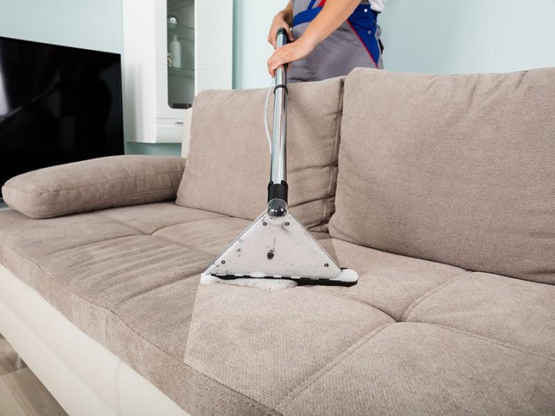 каким пылесосом чистить диван