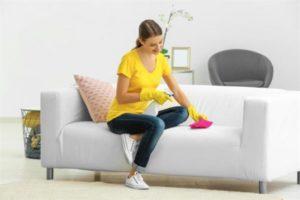 как очистить белый диван