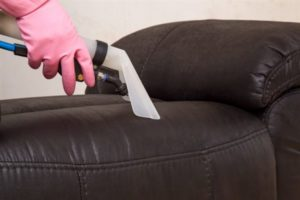 чистка кожаного дивана в домашних условиях