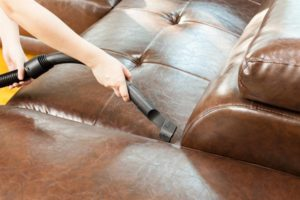 чистка кожаного дивана в красноярске